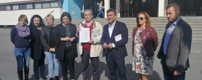 El CET presenta firmas solicitando más aparcamiento en La Carihuela y C. Alessandri